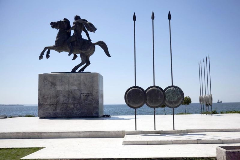 памятник Александру
