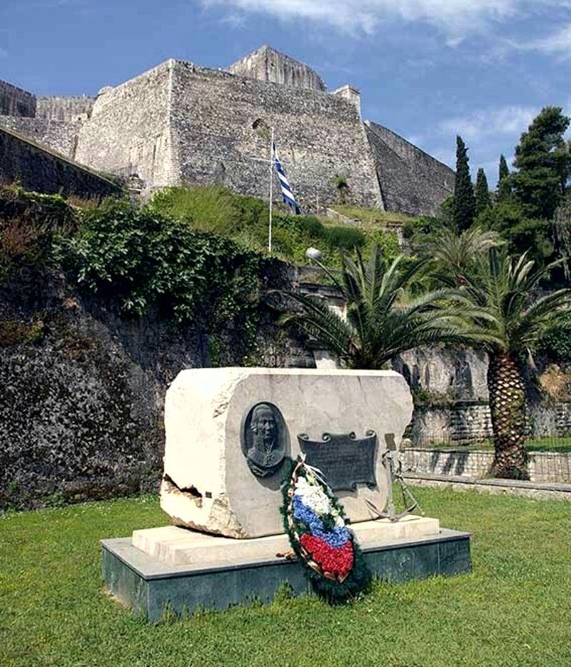 Памятник Ушакову в Керкире