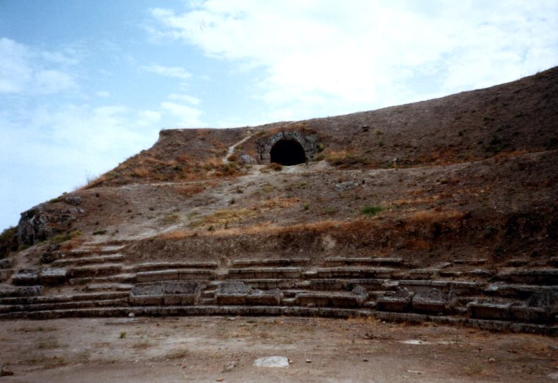 Античный театр в Сикионе.