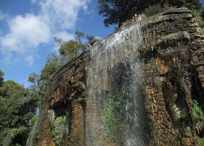 Водопад в парке Шато в Ницце