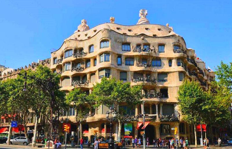 Дом мила. Барселона
